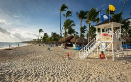 Grote Bahia Principe Hotel Life Guard-Post op 10 November, 2015 in Punta Cana, Dominicaanse Republiek stock afbeeldingen