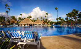 Grote Bahia Principe Hotel Pool & Bar op 9 November, 2015 in Punta Cana, Dominicaanse Republiek royalty-vrije stock afbeelding