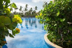 Grote Bahia Principe Hotel Pool op 10 November, 2015 in Punta Cana, Dominicaanse Republiek stock afbeeldingen