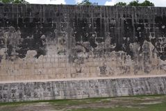 Grote Ballcourt-voorgevel in Chichen Itza, Mexico Royalty-vrije Stock Foto's