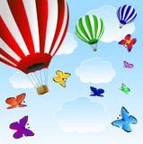 Grote ballons en butterflie in blauwe hemel Royalty-vrije Stock Foto's