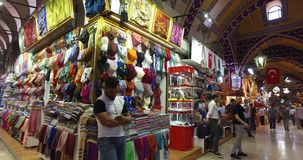 Grote Bazaar in Istanboel stock video
