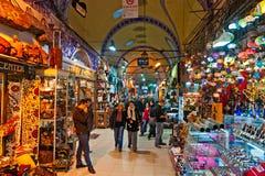 Grote bazaarwinkels in Istanboel. Stock Fotografie