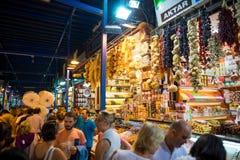 Grote bazaarwinkels in Istanboel stock afbeelding