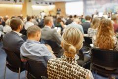 Grote Bedrijfspresentatie of conferentie of vergaderingsvrouwen royalty-vrije stock fotografie