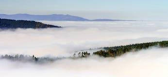 Grote bewolking over de Elzas Mening vanaf bovenkant van de berg stock afbeeldingen