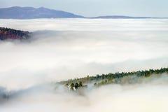 Grote bewolking over de Elzas Mening vanaf bovenkant van de berg royalty-vrije stock foto's