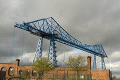 Grote blauwe balken, de Brug van de T-stukkenvervoerder, Middlesbrough, Engeland stock fotografie