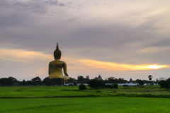 Grote Boedha in Ang Thong Province, Thailand stock foto