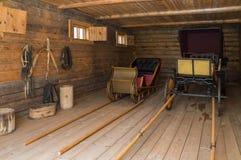 Grote Boldino Vervoerhuis met stallen in de museumreserve Pushkin Royalty-vrije Stock Foto's