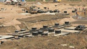 Grote bouw van grote complex van gebouwen stock footage