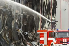Grote brandramp in een pakhuis royalty-vrije stock afbeeldingen