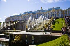 Grote cascade bij Pertergof-Paleis Heilige-Petersburg, Rusland Royalty-vrije Stock Fotografie