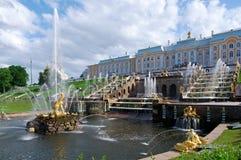 Grote cascade Peterhof (Peter Hof/Tuin) is een reeks paleizen en tuinen, op de orden van Peter Groot wordt opgemaakt, en soms gen Royalty-vrije Stock Afbeelding