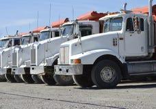 Grote Commerciële Vrachtwagens royalty-vrije stock afbeeldingen