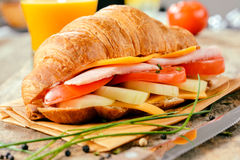 Grote croissantsandwich Royalty-vrije Stock Fotografie