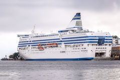 Grote cruiseveerboot stock afbeeldingen