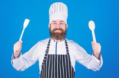 Grote Dag Chef-kokmens in hoed Geheim smaakrecept vegetari?r Rijpe chef-kok met baard Het op dieet zijn en natuurvoeding, vitamin stock foto