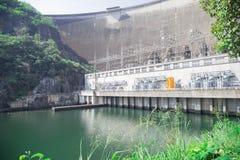 Grote dam en mooie achtergrond royalty-vrije stock afbeelding