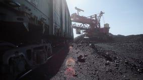 Grote de ladingssteenkool van de mijnbouwvrachtwagen stock footage