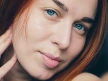 Grote dichte omhooggaand van roodharig vrouwen` s gezicht Stock Afbeelding