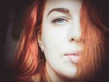 Grote dichte omhooggaand van roodharig vrouwen` s gezicht Stock Foto