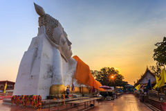 Grote doende leunen Boedha, in tempel Ayutthaya, Thailand, royalty-vrije stock afbeelding