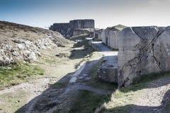 Grote Duitse bunker met een kanondeel van de Atlantische Muur, Bretagne, Royalty-vrije Stock Foto