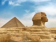 Grote Egyptische sfinx en piramide royalty-vrije stock fotografie
