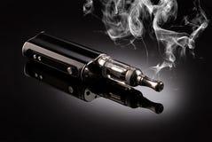 Grote elektronische sigaretten Royalty-vrije Stock Afbeeldingen