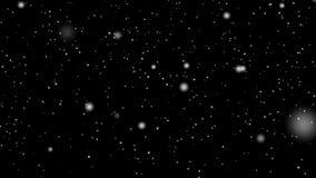 Grote en kleine Kerstmis van de de wintervakantie van sneeuwsneeuwvlokken tegen zwarte achtergrond voor het ontwerp van bekleding stock videobeelden