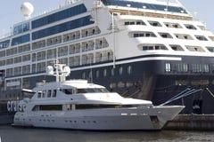 Grote en kleine schepen royalty-vrije stock afbeelding