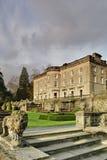 Grote Engelse Buitenhuis en tuin royalty-vrije stock afbeelding
