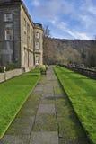 Grote Engelse Buitenhuis en tuin Stock Foto's