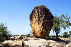 Grote evenwichtige rots stock afbeeldingen