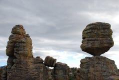 Grote Evenwichtige Rots in Bergen Chiricahua Stock Foto's