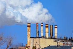 Grote fabriek met rokende schoorstenen Royalty-vrije Stock Fotografie
