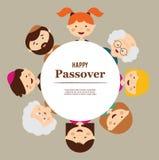 Grote familie rond passoverplaat Gelukkige Vakantie Stock Afbeelding
