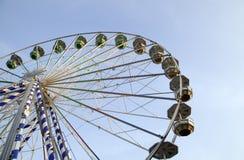 Grote ferris rijden in aantrekkelijkheidspark Royalty-vrije Stock Fotografie