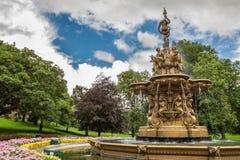 Grote fontein in het centrale park van Edinburgh royalty-vrije stock foto