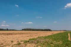Grote gebieden in het midden van het Duitse platteland met heuvels, bossen en weiden royalty-vrije stock fotografie