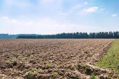 Grote gebieden in het midden van het Duitse platteland met heuvels, bossen en weiden royalty-vrije stock afbeelding