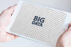 Grote gegevens en de mobiele illustratie van het gegevensverwerkingsconcept Royalty-vrije Stock Afbeelding