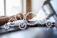 Grote gegevensanalytics Bi-bedrijfsintelligentieconcept met grafiek en grafiekpictogrammen op het virtuele scherm royalty-vrije stock fotografie