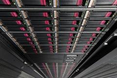 Grote gegevensserer in rek Stock Afbeeldingen