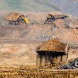 Grote gele mijnbouwvrachtwagen Stock Afbeelding