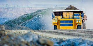 Grote gele mijnbouwvrachtwagen Stock Fotografie
