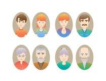 Grote gelukkige familieportretten Stock Foto's