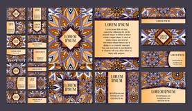 Grote geplaatste malplaatjes Adreskaartjes, uitnodigingen en banners De bloemenornamenten van het mandalapatroon Oosterse ontwerp Stock Afbeeldingen