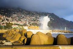 Grote golven in Funchal royalty-vrije stock afbeelding